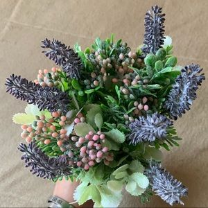 Accents - Spring Floral- 8 Stems